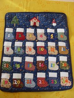 Cute idea to make an advent calendar with stockings for each day