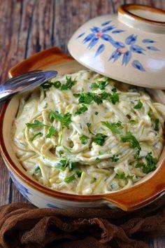 Csirkés-sajtkrémes kölesspagetti recept - Kifőztük, online gasztromagazin Spaghetti, Meat, Ethnic Recipes, Food, Bulgur, Essen, Meals, Yemek, Noodle