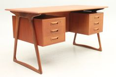Teak desk, designed and produced in Denmark in the 1950s by unknown designer and manufacturer. www.reModern.dk