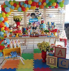 Festa de aniversário Mundo Bita: Ideias incríveis World Bita Birthday Party: Erstaunliche Ideen - Make It Home. Abc Birthday Parties, 80th Birthday Party Decorations, Abc Party, Hawaiian Party Decorations, Dinner Party Decorations, Christmas Party Themes, Fairy Birthday Party, Elmo Party, Balloon Decorations Party