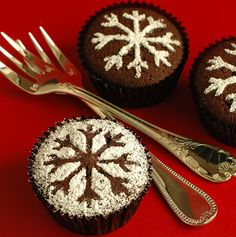 Dusted powdered sugar over a stencil - no frosting --> less calories!