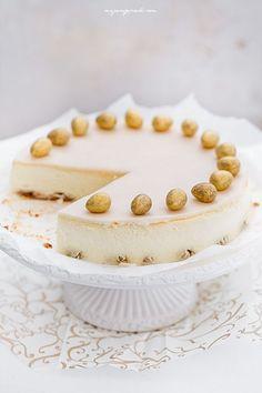 Sernik marcepanowy Great Desserts, No Bake Desserts, Delicious Desserts, Cheesecakes, Marzipan Recipe, Types Of Cakes, Easter Recipes, Cheesecake Recipes, Let Them Eat Cake