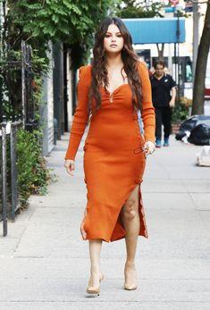 Estilo Selena Gomez, Selena Gomez Photos, Selena Gomez Style, Serendipity, York, Bangs, My Girl, Ideias Fashion, Wrap Dress