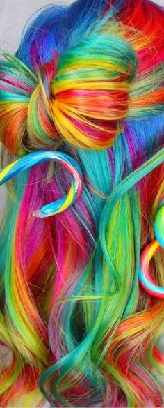 Rainbow bun in dyed hair hairstyle.- Rainbow bun in dyed hair hairstyle. Moño arcoiri… Rainbow bun in dyed hair hairstyle. Rainbow Bow, Taste The Rainbow, Rainbow Hair, Rainbow Colors, World Of Color, Color Of Life, Jumbo Box Braids, Crazy Hair, Dyed Hair