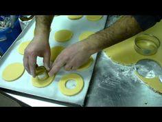Biscotti Occhi di Bue alla Nutella - Pasta Frolla - Video Ricetta Dolci - YouTube