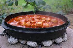 Currywurst aus dem Feuertopf-Deckel Mehr