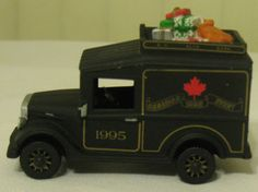 RARE Village Express 1995 Christmas Express Delivery Van Canadian Event