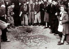 Efectes del bombardeig del 13 de febrer de 1937 Divuit persones van morir a causa de les bombes llançades des del vaixell italià Eugenio di Savoia. © Arxiu Fotogràfic de Barcelona. Pérez de Rozas