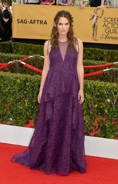 Keira Knightley's Pregnant Red Carpet Strategy Is Just So Reasonable   - ELLE.com