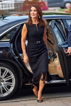 Fashion-Looks: Der Style von Prinzessin Mary What an appearance! Princess Mary presents her royal top figure at the Carlsberg Foundation Princesa Mary, Princesa Real, Beauty And Fashion, Fashion Looks, Royal Fashion, Womens Fashion, Style Fashion, Crown Princess Mary, Princess Style