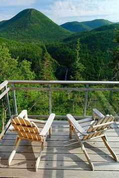 So peaceful ;)) ~~~ L'auberge de montagne des Chics-Chocs,Canada Camping New Zealand, Destinations, Canada, Worldwide Travel, Parcs, Rafting, Travel Around The World, Cool Photos, Amazing Photos