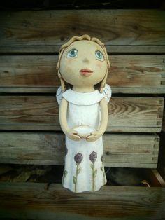 Anděl volá jaro (ihned k dispozici) Keramická soška, výška 36 cm.