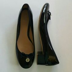 Tory Burch Chelsea Pump Black Patent Leather 9 1/2 Great Tory pumps! Classic style in great condition! Size 9 1/2 Tory Burch Shoes Heels