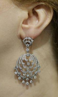 Van Cleef and Arpels diamond earrings Diamond Studs, Diamond Jewelry, Diamond Earrings, Stud Earrings, Chandelier Earrings, Jewelry Gifts, Jewelery, Fine Jewelry, Sterling Silver Dangle Earrings