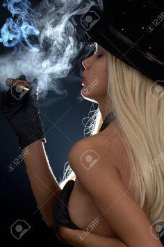 mujeres en toples fumando abanos - Buscar con Google