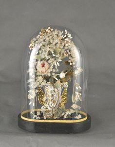Petit globe de mariée à base ovale abritant un vase en porcelaine Wedding Cake Toppers, Wedding Cakes, How Many Kids, Married Life, Wedding Attire, Wedding Couples, Newlyweds, French Antiques, Snow Globes