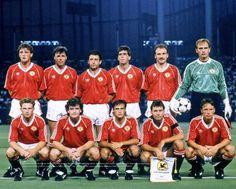 Manchester United Team, The Unit, Sports, Tops, Fashion, Hs Sports, Moda, Fashion Styles, Sport