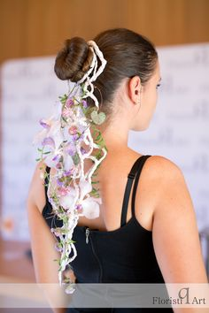 Paper accesories are really a trend in this moment, especially combined with flowers! Crown, In This Moment, Paper, Flowers, Design, Fashion, Moda, Floral