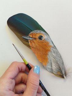 Todas las plumas usadas se han caído de forma natural y no han sido arrancadas de las aves.