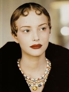 Jamie Rishar - October 1993 - 'Impero' - Vogue Italia - Photo by Arthur Elgort - Fashion Vintage Beauty, Vintage Fashion, Arthur Elgort, Fade Styles, Hair Raising, Retro Look, Womens Fashion For Work, Vintage Hairstyles, Hair Art