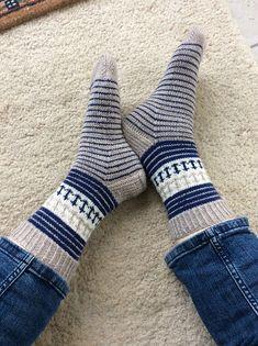 Ravelry: Project Gallery for Soxx No. 14 pattern by Kerstin Balke Knit Socks, Knitting Socks, Knitting Projects, Knitting Patterns, Ravelry, Napkins, Clothes For Women, Loom Knit, Paper Pieced Patterns