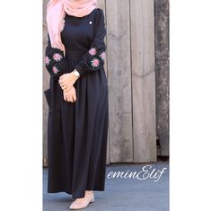 60 Hijab Looks with a chic and simple long dress to inspire you - h . Hijab Chic, Modest Fashion Hijab, Abaya Fashion, Fashion Dresses, Fashion Muslimah, Hijab Dress Party, Hijab Style Dress, Hijab Outfit, Chic Dress