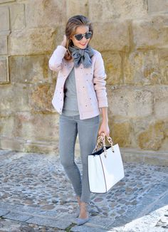 Chic outfit idea to copy ♥ For more inspiration join our group Amazing Things ♥ You might also like these related products: - Jeans ->. Lola Fashion, Fashion Week, Womens Fashion, Fashion Fashion, Trendy Fashion, Winter Mode Outfits, Winter Fashion Outfits, Casual Chic Outfits, Preppy Outfits