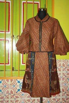Batik sogan with tenun ikat dress Batik Blazer, Blouse Batik, Batik Dress, Blazer Outfits, Blazer Fashion, Work Outfits, Casual Blazer, African Fashion Dresses, African Dress
