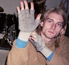 These images from the new book Experiencing Nirvana: Grunge in Europe, 1989 tell the story of how the band nearly broke up in Rome just before the most crucial show of their career. Club 27, Donald Cobain, Nirvana Kurt Cobain, Smells Like Teen Spirit, Dave Grohl, Pretty Men, Rock Music, Role Models, Celebrities