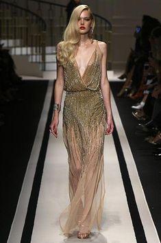 Guarda la sfilata di moda Elisabetta Franchi a Milano e scopri la ... 3a089134c95