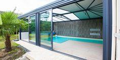 Une véranda pour piscine Fillonneau vue de l'extérieur
