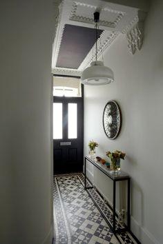 radiateur blanc design table idée cacher un radiateur entrée carrelage noir et blanc