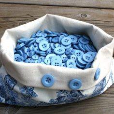 A bag full of blue resin buttons Im Blue, Love Blue, Blue And White, Diy Buttons, Vintage Buttons, Button Art, Button Crafts, Fabric Ribbon, Blue Bird
