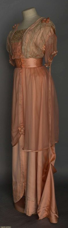 c. 1912 TRAINED PINK SILK BALL GOWN.