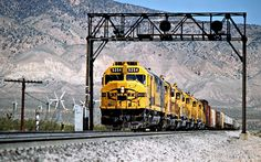 ATSF/SP, Mojave, California, 1989 Eastbound Atchison, Topeka and Santa Fe freight train on Southern Pacific Railroad track in Mojave, California, on April 13, 1989. Photograph by John F. Bjorklund, © 2016, Center for Railroad Photography and Art. Bjorklund-87-19-07
