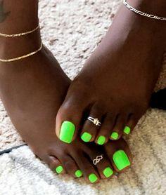 Hottest Trends for Acrylic Nail Shapes Pretty Pedicures, Pretty Toe Nails, Cute Toe Nails, Pretty Toes, Nice Toes, Green Toe Nails, Summer Toe Nails, Purple Nail, Acrylic Toe Nails