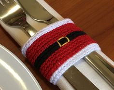 Ideas Original to decorate your table this season Modèle de crochet de Noël Noël serviette anneau par Handmadeisfun Ideas Original to decorate your table this season Crochet Christmas Decorations, Christmas Crochet Patterns, Holiday Crochet, Crochet Christmas Gifts, Crochet Decoration, Christmas Napkin Rings, Christmas Napkins, Christmas Christmas, Christmas Stocking