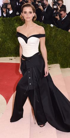 wears another pants/skirt ensemble (it's becoming her signature!) in a portrait-neckline black-and-white bustier and draped train by Calvin Klein Collection, plus PHYNE by Paige Novick jewelry.