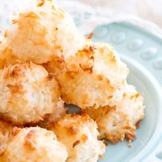 These easy homemade Coconut Macaroons are so simple to make and taste delicious! This Coconut Macaroon recipe has only 7 ingredients, making it the easiest gluten-free dessert! Plus, a step-by-step video below! Pie Dessert, Cookie Desserts, Holiday Desserts, Dessert Recipes, Cookie Recipes, Gluten Free Coconut Macaroons, Sugar Free Low Carb Recipe, Macaroon Cookies, Pumpkin Cheesecake Recipes