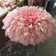 PAPER PAPER - Creative use of paper to turn a everyday stool into a flower masterpiece✔ 30 how to use giant paper flowers at your wedding we just all agree that looks likes I need this STAT! Crepe Paper Flowers Tutorial, Paper Flowers Wedding, Tissue Paper Flowers, Paper Flower Backdrop, Giant Paper Flowers, Big Flowers, Faux Flowers, Fabric Flowers, Coffee Filter Flowers