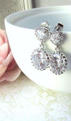 Seguici diventa nostra fan ed entrerai nel mondo fantastico del Glamour   fashion chic luxury street style Jewelry  accessori moda donna