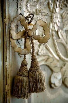 Inspire Bohemia: Decorative Door Hardware: Handles, Knobs, Knockers, Keyholes, Hinges and more! Door Knobs And Knockers, Knobs And Handles, Door Handles, Rustic French, French Decor, French Country, French Style, Rustic Style, Vintage Accessoires