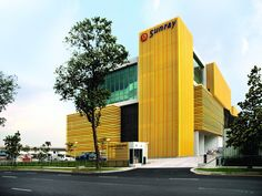 The building housing the new headquarters of Sunray Woodcraft Construction is one of the first to be completed as part of the newly positioned International Furniture Hub in Sungei Kadut, Singapore. It presents an opportunity to look afresh at the light industrial factory type, stacking production processes in order to optimise working conditions.