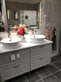 Ikea badrum Ikea Bathroom Vanity, Master Bathroom Shower, Bathroom Inspo, Bathroom Cabinets, Bathroom Interior Design, Interior Decorating, Home Decor, Bathtub, Washroom