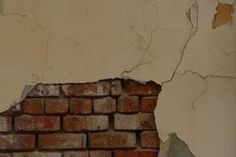 How to Faux Paint Broken Plaster Walls thumbnail
