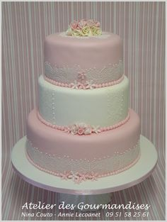 Un beau gâteau de mariage pour Mimi - Atelier des Gourmandises Cakes And More, Beautiful Cakes, Cake Designs, Christening, Macarons, Vanilla Cake, Coffee Shop, Wedding Events, Fondant