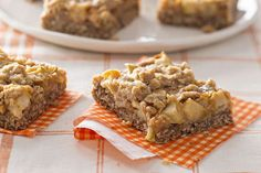 Comforting apple crisp with caramel in a convenient bar.
