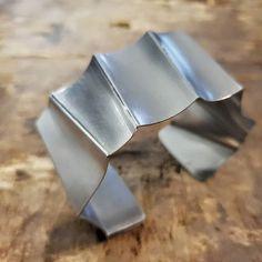 Hurahdus. Seppä on ihan hurahtanu teräkseen. Nyt syntyy anuversumin uniikeimpia rannekoruja. Kyllä. Niitä syntyy ja syntyy... #rannekoru #teräskoru #uniikkikoru #bracelet #steelbracelet #uniquejewellery #finnishdesign #handmadejewellery #jewellerydesigner  #designer #koruseppä #anuek #anuekdesign #kerava Napkin Rings, Cuff Bracelets, Coffee Maker, Kitchen Appliances, Jewelry, Home Decor, Coffee Maker Machine, Diy Kitchen Appliances, Coffee Percolator