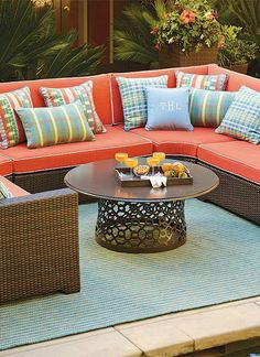 Perfect for all your outdoor parties, the Palermo Oversized Modular Seating in Bronze Finish allows you to gather with your guests and enjoy great food, drink and conversation in comfort and style.