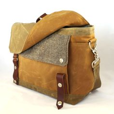 FRIDAY FRENZY | etsy find of the day 2 | 11.30.12'harry' waxed canvas messenger by woolybisonok, it's been long enough. i SO need a waxed canvas bag! this messenger-style satchel combines varied shades of brown and a fantastic tweed. want.